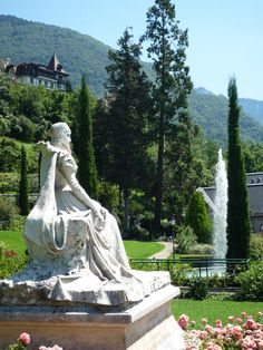 Sissi - The Empress of Austria and the Queen of Hungary, Elisabeth of Wittelsbach (1837 – 1898)  The sculpture on the lakeside streets in Montreux