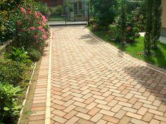 clay pavers - bioecological material -  Entrance walkway Clay Pavers, Brick Walkway, Driveway Design, Landscape Materials, Mosaic Garden, Paving Stones, Backyard, Patio, Pavement