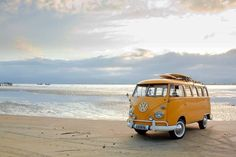 It's still Monday and I am dreaming of Saturday already. via TW by VW Bus and Camper‏ Volkswagen Bus, Volkswagen Transporter, Vw T3 Westfalia, Kombi Motorhome, Vw T1, Bus Camper, Vw Caravan, Campers, Vw California Beach