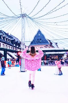 Winter Outfit Look cute Chunky Knit Cardigan Ice Skating Romantic