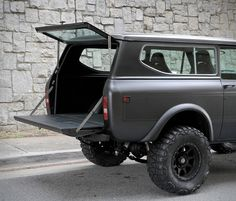 Remember the gorgeous International Harvester Scout II finished in matte white? Now Motorcar Studio is offering this awesome 1976 International Scout II finished in matte charcoal! The one-owner, rust-free truck has been fully restored and fitted wit International Scout 2, International Pickup Truck, International Harvester Truck, Lifted Ford Trucks, Jeep Truck, Jeep Jeep, 4x4, Beach Cars, Ford Bronco