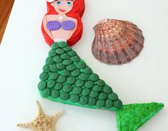 If you're throwing a party inspired by Princess Ariel, no doubt you'll want to make a big splash. Complete with a candy-topped tail, red frosting tresses, and a pretty pearl necklace, this Little Mermaid cake has you covered.