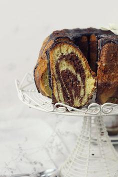 Prajitura cu nuci si ciocolata French Toast, Deserts, Bread, Mousse, Caramel, Breakfast, Food, Sticky Toffee, Morning Coffee