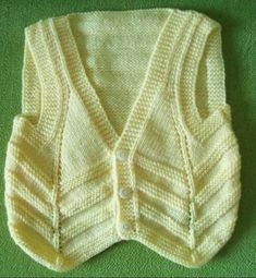 This Pin was discovered by Ayt Cable Knitting Patterns, Knitting Designs, Knit Patterns, Baby Knitting, Crochet Baby, Knit Crochet, Knit Baby Sweaters, Baby Vest, Knitwear Fashion