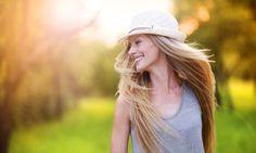 """O que é felicidade para você? A autora Daniele Navas Munoza analisa e reflete sobre a superficialidade e a exposição em """"ser feliz"""". http://www.eusemfronteiras.com.br/felicidade-onde-vende/ #eusemfronteiras #felicidade #psicoterapia"""