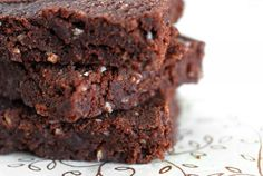 Raw brownie recipe in 10 minutes.    1 c pecans, 1 c dates, 5 tablespoons cocoa powder, 4 tablespoons shredded coconut, 2 tbl spoons honey or agave nectar, 1/4 teaspoon sea salt.