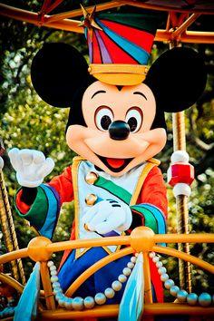 Mickey in the Festival of Fantasy parade (Magic Kingdom) Disney Mickey Mouse, Disney Love, Disney Magic, Disney Theme, Walt Disney, Festival Of Fantasy Parade, Minnie Mouse Pictures, Disney Characters Costumes, Disneyland 60th