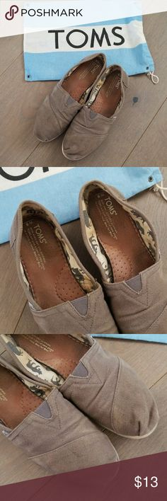 Toms womens Tan brown flats Pre owned still great would be better if u wash them since they are dirty as seen pictures but these flats are comfortable. Toms Shoes