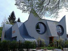 Escola infantil na Alemanha tem arquitetura lúdica em forma de gato gigante