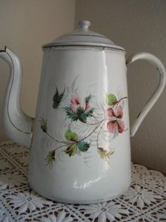 I have an old pot like this to paint if I can ever find the time.  (aw)  Antique enamel coffee pot