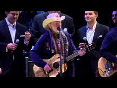 Willie Nelson - Roll Me Up and Smoke Me When I Die (Live at Farm Aid 2012) - YouTube