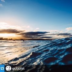 #Repost @gubbfet #WeTowHere ・・・Incoming wave at Rainbow Bay ##vsco #travel #australia #queensland #qld #beach #rainbowbay #ocean #oceanphotography #sunset #surfer #outex #nikon_official #thisisqueensland