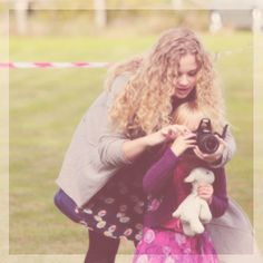 oh god, so cute <3 Carrie Hope Fletcher <- WHERE THE HELL IS THAT FROM AND WHY IS SHE SO CUTE WITH KIDS SHE'LL BE SUCH A GOOD AUNTIE AND LATER MOTHER OMG I'M VERY CALM, I'M CALMER THAN CALM