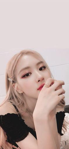 Lisa Blackpink Wallpaper, Holy Chic, Rose Pictures, Kim Jisoo, Jennie, Blackpink Photos, Pretty Men, Pink Love, Kpop Girls