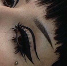 omg ive just got to get my eyes like that! oh god please please please xxxxxxxxxxxxxxx Punk Makeup, Edgy Makeup, Grunge Makeup, Makeup Goals, Makeup Inspo, Makeup Art, Makeup Inspiration, Beauty Makeup, Hair Makeup