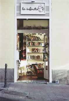 la Infinito cafe & bookstore in madrid. #reading #books Need to find ASAP. My. 2 favorite things