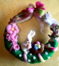 Corona  di Pasqua  in lana fiaba e cardata di CreazioniMonica
