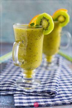 Koktajl z kiwi przepis | Dorota Kamińska Kiwi, Easy Healthy Smoothie Recipes, Nice Jugs, Smoothie Drinks, Spanish Food, Sangria, Clean Eating Snacks, Easy Meals, Brunch