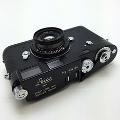 Leica custom semi matte repaint with chromed highlights. The M-mount Contax is a fantastic accompaniment Leica Photography, Photography Camera, Product Photography, Portrait Photography, Wedding Photography, Old Cameras, Vintage Cameras, Canon Cameras, Canon Lens