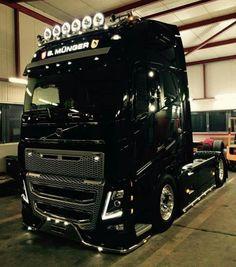 Volvo Truck Rc Cars And Trucks, Farm Trucks, Big Rig Trucks, Semi Trucks, Cool Trucks, Volvo V8, Volvo Trucks, Train Truck, Road Train