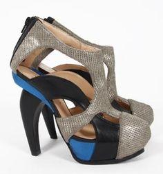 El zapato de la semana para #ELLAS by #AmayaArzuaga #BOGUE #Footwear #Sandals #Sandalias #Womenswear 30/12/2013