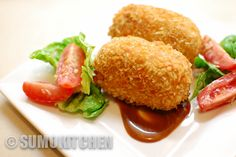 This is a fast and simple recipe for the delicious Japanese korokke – a croquette made of meat and vegetables. They're great for lunch boxes, as part of bigger dishes such as Japanese curry, and are great for kids – they taste delicious so kids won't even know how much vegetables they're eating ;-) If you like this recipe, why not check out the tuna croquette recipe too.