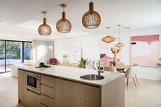 #newlevelhomes #newhome #openplanliving #modernkitchen #roundtable #lightandbright #pinkartwork #displayhome #pinkaccents