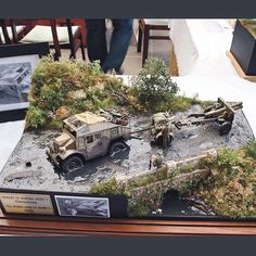 Another amazing Dio from the Moson Show in Mosonmagyaróvár Hungary. From: modelhobby Photos: Andreas Grewin  #scalemodel #plastimodelismo #miniatura #miniature #miniatur #hobby #diorama #humvee #scalemodelkit #plastickits #usinadoskits #udk #maqueta #maquette #modelismo #modelism