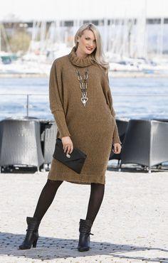 Dress designed in camel yarn