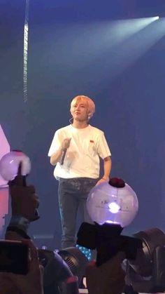 I purple you too Tae💜 Daegu, Kim Taehyung, Bts Bangtan Boy, Bts Jimin, Bts Memes, Kpop, Foto Bts, V Bts Wallpaper, Bts Video