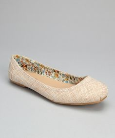 Deceptively stylish and completely comfortable, these flats epitomize casual chicness. Boasting a subtle fabric upper and colorful floral lining, this pair is promises unmatched versatility.Fabric upperMan-made soleImported