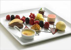 grand dessert Xmas Desserts, Christmas Deserts, Plated Desserts, Dessert Decoration, Dessert Table, Dinner Party Recipes, Food Presentation, High Tea, Food Plating
