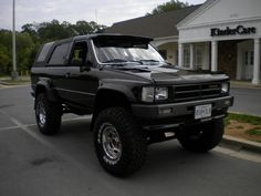 I really like the tire package and lift on this 1987 toyota Toyota 4runner Sr5, Toyota 4x4, Toyota Trucks, 4x4 Trucks, Toyota Tacoma, Cool Trucks, 1st Gen 4runner, Off Road Camping, Adventure Car