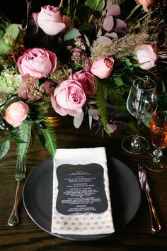 Classic romance with pink roses and black themed place settings | bold wedding colour scheme | modern wedding || Chicago wedding flowers styling and decor from Fleur, Inc -> view profile in link