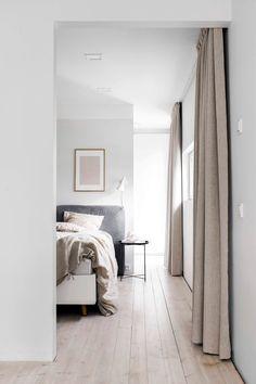 How to decorate the Scandinavian style? Minimal Bedroom, Modern Bedroom, Bedroom Decor, Dark Oak Furniture, Scandinavian Living, Alvar Aalto, Best Interior Design, Bedroom Styles, Home Decor Inspiration