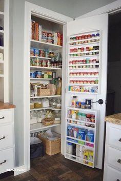 Small Pantry Organization, Pantry Shelving, Kitchen Pantry Design, Kitchen Organization Pantry, Kitchen Pantry Cabinets, Diy Kitchen Storage, Organizing Ideas, Kitchen Ideas, Shelving Ideas