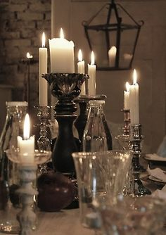 Sultry ambiance with candlelight & metallic touches!