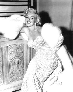 Marilyn Monroe-Major 50s Fashion Icon  #2dayslook  new style with fashion skirt