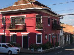 Cali Colombia, Mansions, House Styles, Outdoor Decor, Home Decor, Decoration Home, Room Decor, Villas, Interior Design