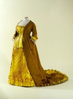 Dress1874 Musée Galliera de la Mode de la Ville de Paris.