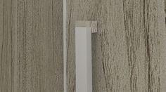 Puxadores nobres em alumínio com 670mm de comprimento e detalhes cromados na ponteira.