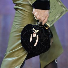 Pin for Later: Die coolsten It-Bags von Chanel, Moschino & Co. Crazy Cat Lady Olympia Le-Tan Herbst/Winter 2015