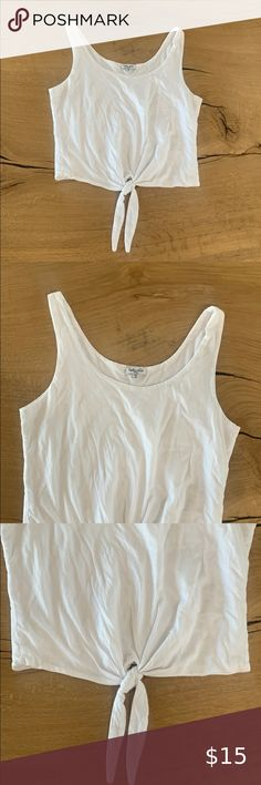 Splendid Tank - Mid Tie Crop - Small - White Top worn a couple times. Excellent pre-owned condition. Looks super cute with high waisted jeans shorts or skirts 👌🏼  Top of shoulder to bottom hem 18 1/2 inches  Under arm to under arm 16 inches across Tops Tank Tops Plus Fashion, Fashion Tips, Fashion Trends, White Tops, Jean Shorts, Camisole Top, Arm, Super Cute, Couple