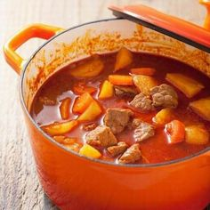 Alföldi gulyásleves Receptek a Mindmegette. Easy Healthy Recipes, Meat Recipes, Slow Cooker Recipes, Easy Meals, Cooking Recipes, Hungarian Cuisine, Hungarian Recipes, Hungarian Food, Kidney Bean Soup