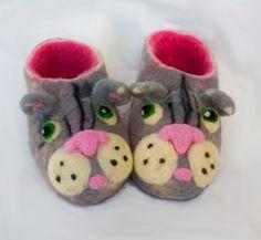 Handmade wool slippers / kitten / cats/gray  under by irinaonix, $37.00