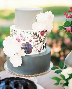 Gorgeous grey and white cake decorated with hand-painted botanicals. ##wedding #cake