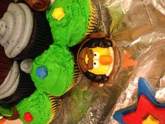 Angry Birds Star Wars Han Solo Cupcake Angry Birds Cupcakes, Star Wars Han Solo, Baking, Stars, Birthday, Party, Desserts, Kids, Health