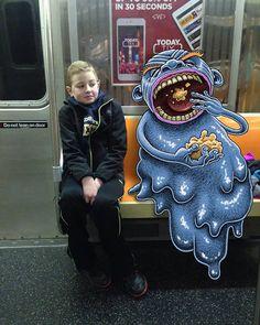 FM-subwaydoodle-dibujos-de-monstruos-en-el-metro-por-Ben-Rubin-22