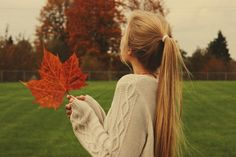 blond-hair-girl-autumn-sweatshirt-Favim.com-2290919.jpg (500×334)