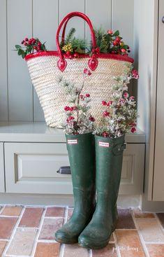 Farmhouse Christmas Home Tour - Petite Haus Winter Christmas, Christmas Home, Vintage Christmas, Country Christmas, Christmas Ideas, Merry Christmas, Farmhouse Christmas Decor, Farmhouse Decor, French Farmhouse